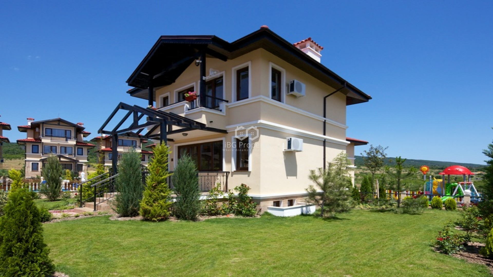 House in a gated complex Kosharitsa 156 sq.m.